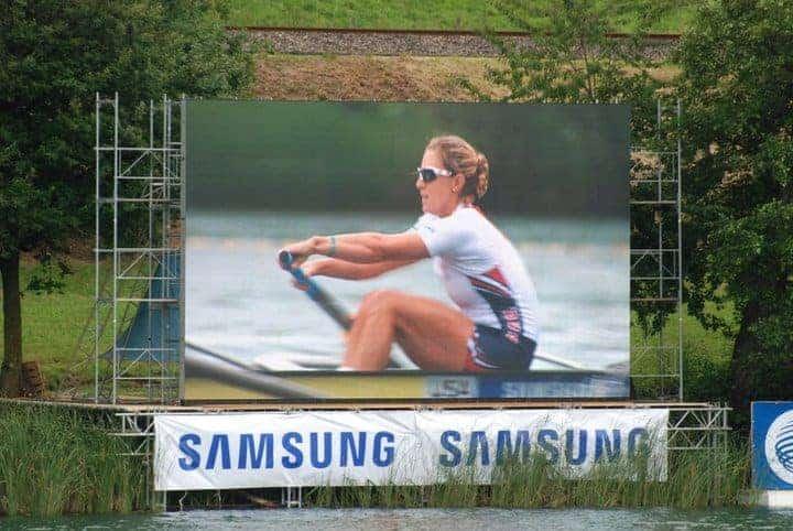 Erin Cafaro rowing with poor technique.