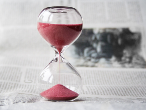 Hourglass of red sand as part of a discussion about the popularity of Intermittent Fasting